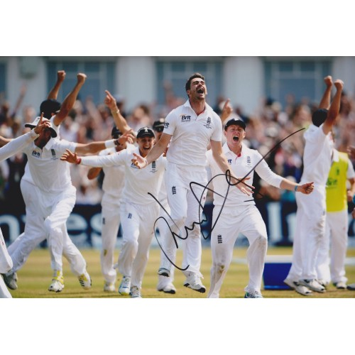 James 'Jimmy' Anderson Signed 8x12 2013 Ashes Photograph