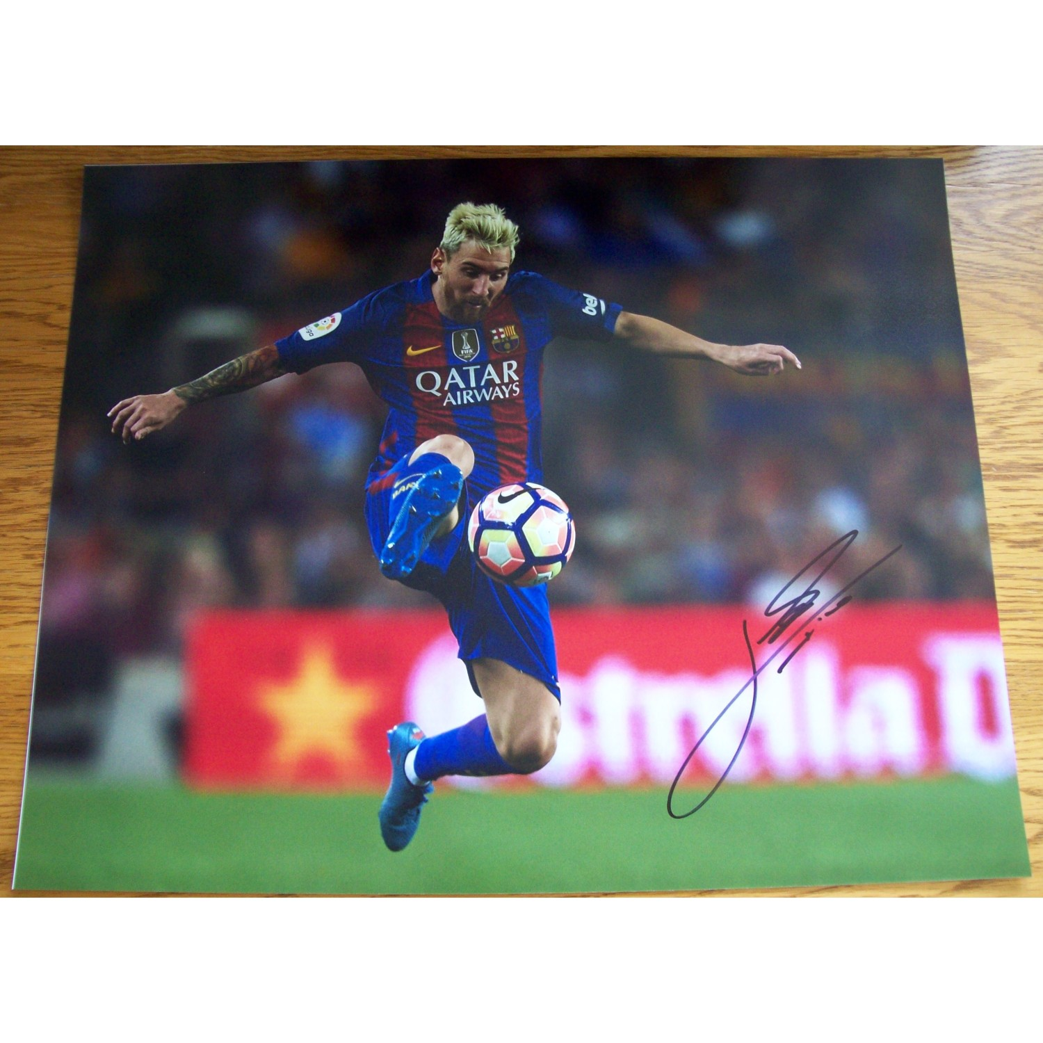 official photos 8bdf2 36749 Lionel Messi Signed 16x20 Barcelona Photograph