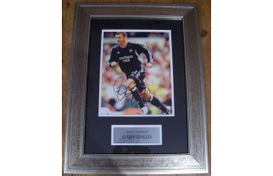 Gary Speed (1969-2011) Wales Legend Signed 8x10 Framed Newcastle Photograph