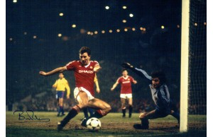 Bryan Robson Signed Manchester Utd v Barcelona 1984 European Cup 12x8 Photograph