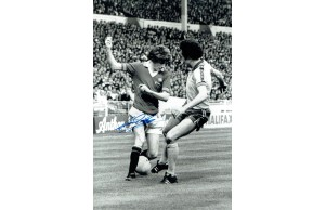 Gerry Daly Signed Manchester Utd 12x8 Photograph
